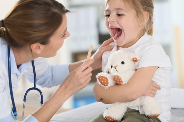 Чим полоскати горло при болю в домашніх умовах
