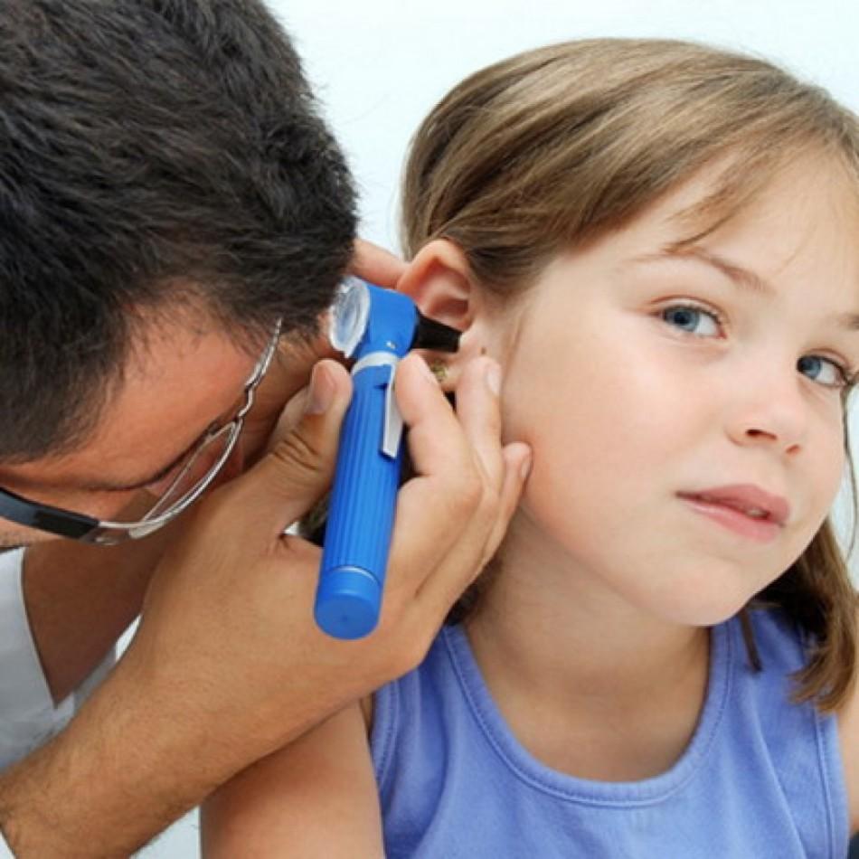 Чистив вухо і його заклав що робити і як лікувати