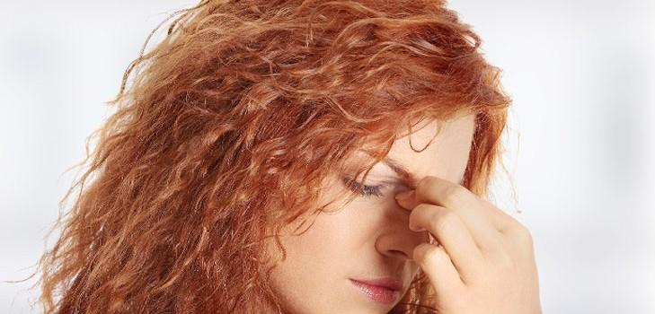 Чому соплі коричневого кольору і як їх лікувати