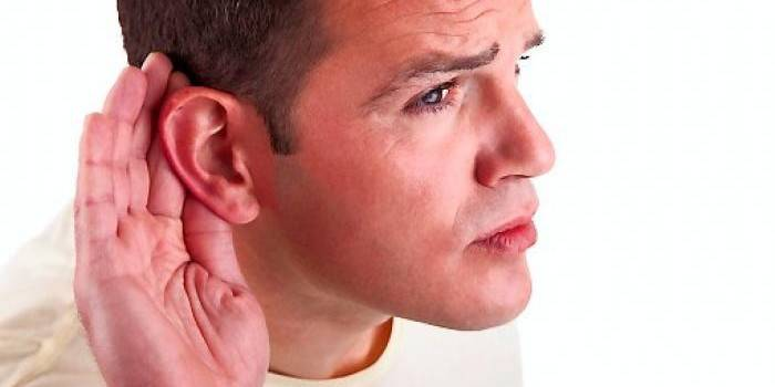 Чому виникає шум у вухах і що робити
