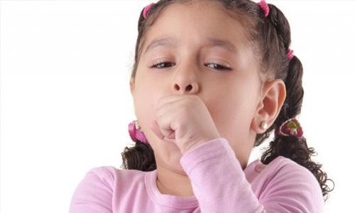 Чому виникає сухий гавкаючий кашель у дитини і чим його лікувати