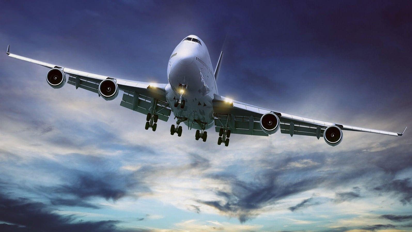 Чому закладає вуха в літаку і що робити в таких випадках