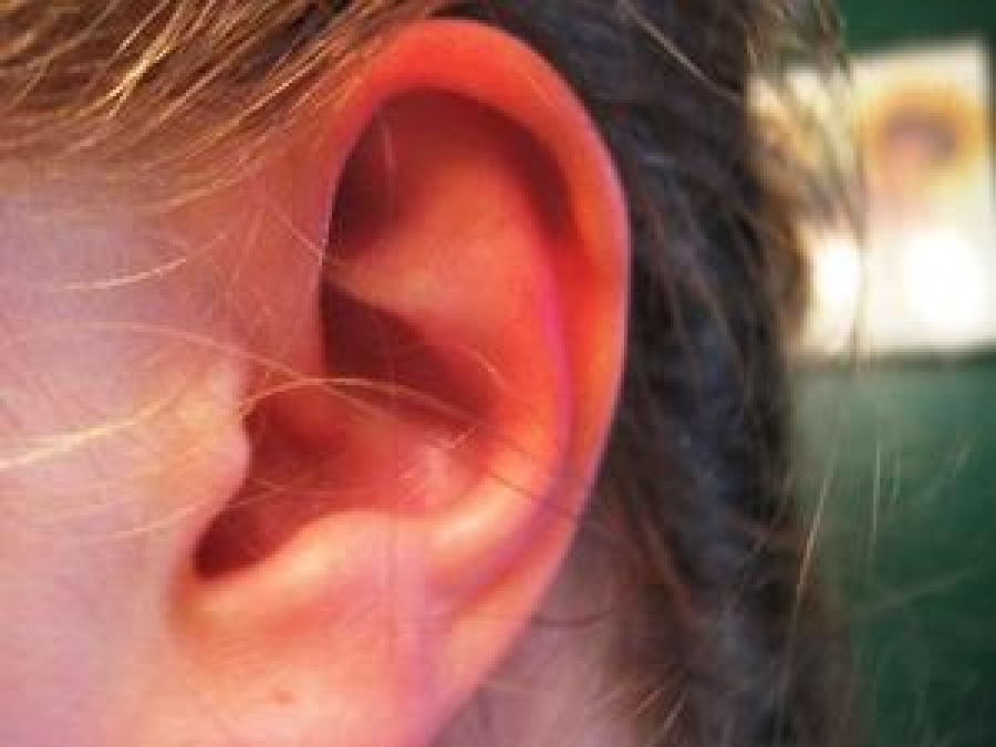 До чого горить праве вухо ввечері?