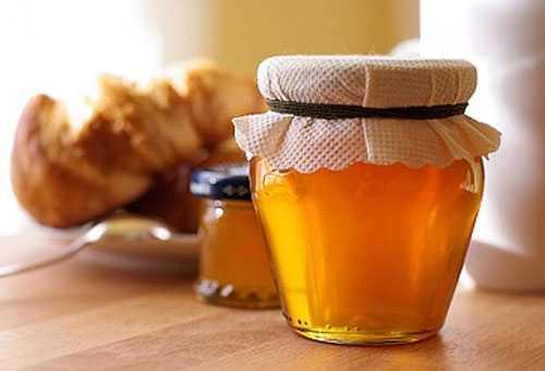 Коли і якого віку можна давати мед дітям для лікування