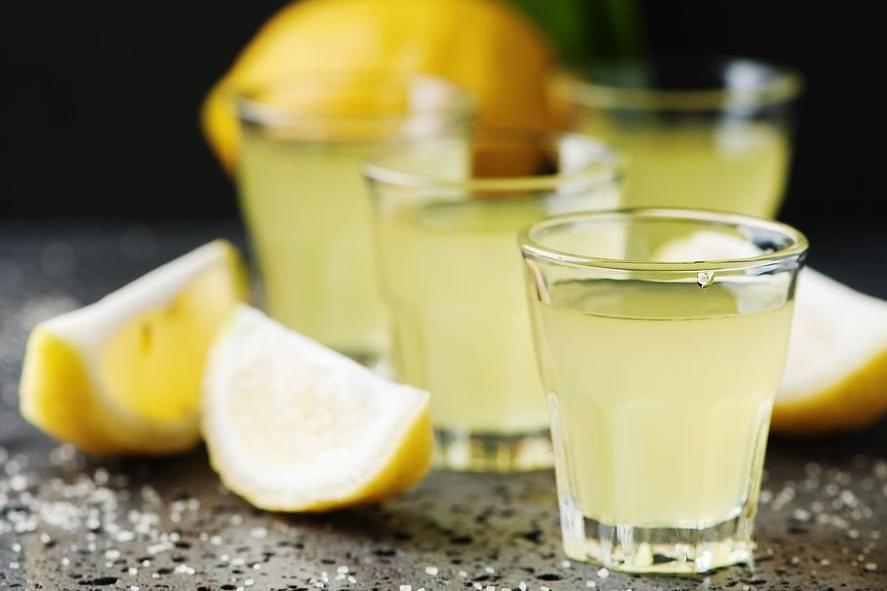 limonna nastoyanka na gor lc spirtu abo samogon recepti 1 - Лимонна настоянка на горілці, спирту або самогоні: рецепти