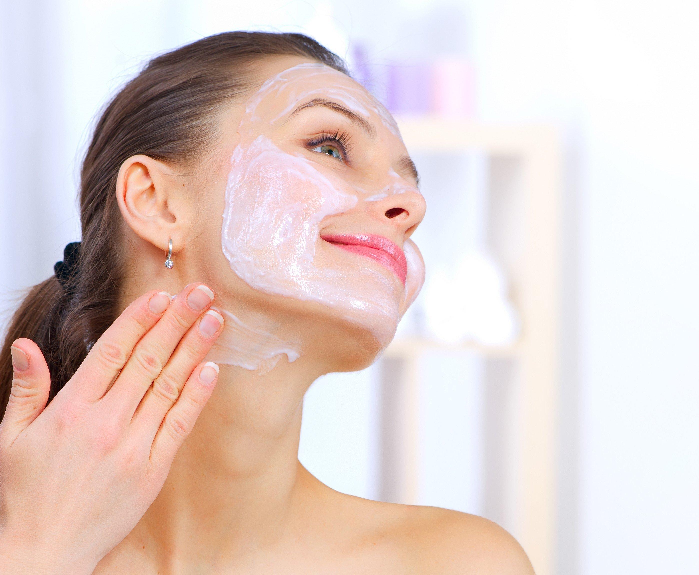Очищаюча маска для обличчя в домашніх умовах