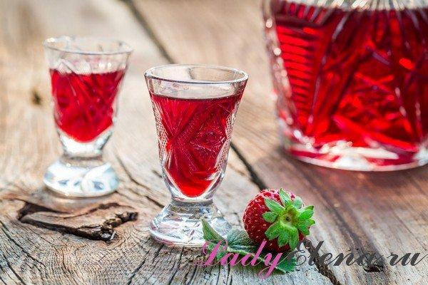Полунична настоянка в домашніх умовах на спирту