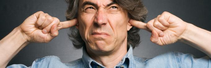 При нахилі голови вниз шум у вусі