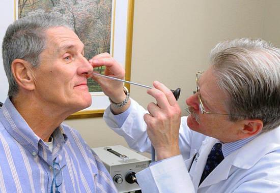 Причини виникнення та способи лікування поліпів у носі