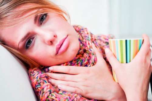 Що робити якщо болить горло вранці
