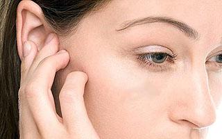 Що робити якщо болить вухо всередині у дорослого, чим можна закапати?