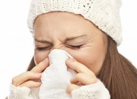 Що робити, якщо довго не проходить нежить і закладеність носа?
