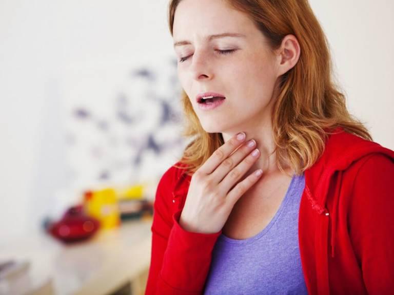 Що робити якщо лоскоче горло і хочеться кашляти