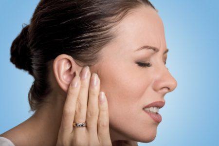 Що робити якщо опухло вухо