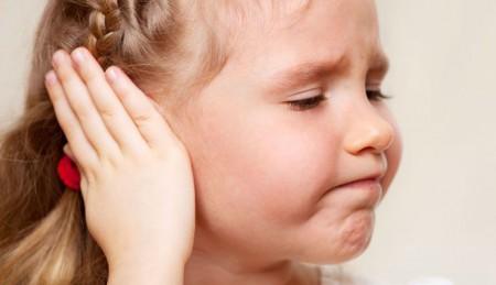 Що робити якщо при ангіні заклало вуха