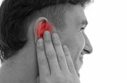Що робити якщо щось вскочило у вусі і болить
