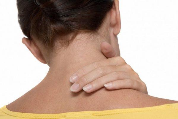 Що робити якщо схопилася шишка під шкірою на шиї праворуч ліворуч або ззаду