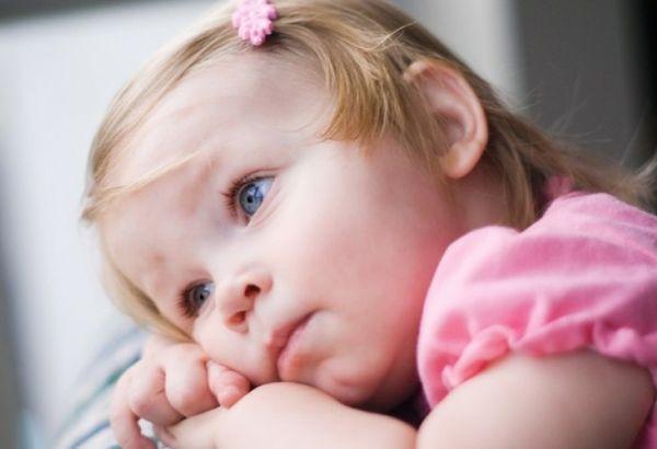 Що робити якщо у дитини болить вухо перша допомога та знеболювальну в домашніх умовах
