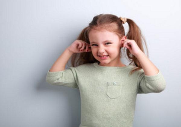 Що робити якщо у дитини у вухах сірчані пробки як прибрати в домашніх умовах
