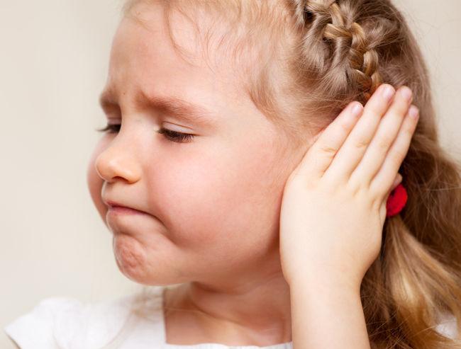 Що робити якщо у дитини всередині болить вухо
