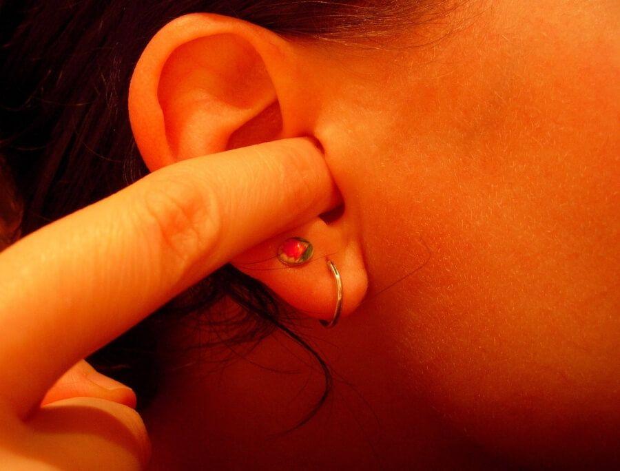 Що значить якщо з вуха тече прозора рідина