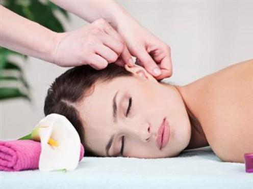 У чому користь масажу вух і як його правильно робити
