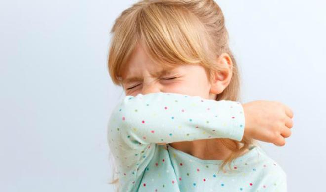 У дитини соплі і чхає: чим лікувати за Комаровським