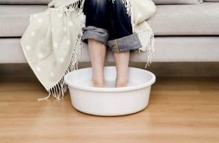 Як парити ноги з гірчицею дитині при кашлі, при нежиті? Чи можна дітям парити ноги з гірчицею? Скільки потрібно гірчиці, щоб парити ноги дитині? Скільки парити ноги в гірчиці дитині?