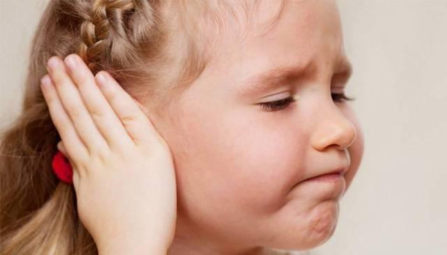 Як правильно поставити компрес на вухо з камфорним маслом