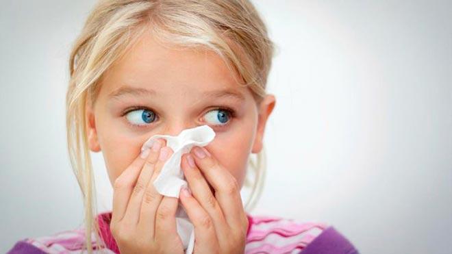 Як правильно зупинити кров з носа у дитини у дорослого
