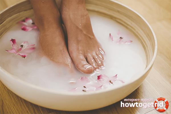 Зігрівання ніг у гарячій воді при нежиті древній спосіб боротьби з хворобою