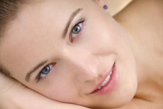 З'явилися білі плями на шкірі – визначити причину з фото
