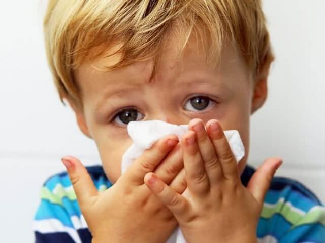 Жовті соплі у дитини (Чим лікувати густі соплі у новонародженого)