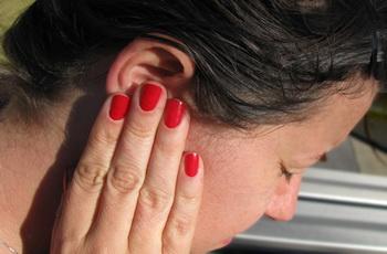 Зовнішній отит: симптоми та лікування – НаПоправку